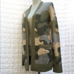 Hollister Sweater Sz XS Camouflage Front pockets